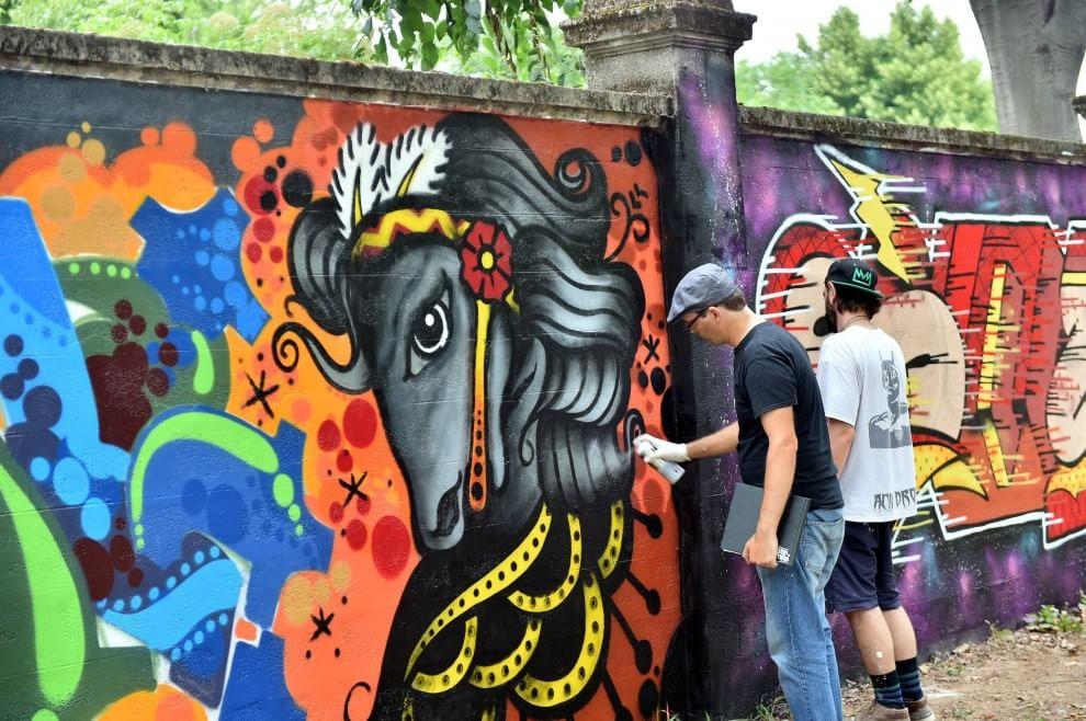 """In occasione della terza edzione di """"Street Players"""" di quest'anno, è stato realizzato il murale più grande di Italia (3 km) coinvolgendo 350 writers provenienti da tutta Europa - Ippodromo di San Siro"""