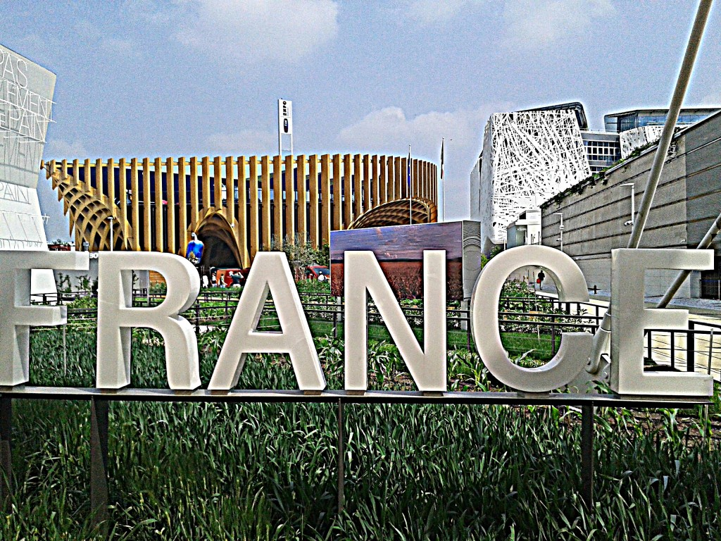 Il padiglione celebra la Francia e la sua cultura culinaria a partire dalla struttura che ricorda un mercato coperto