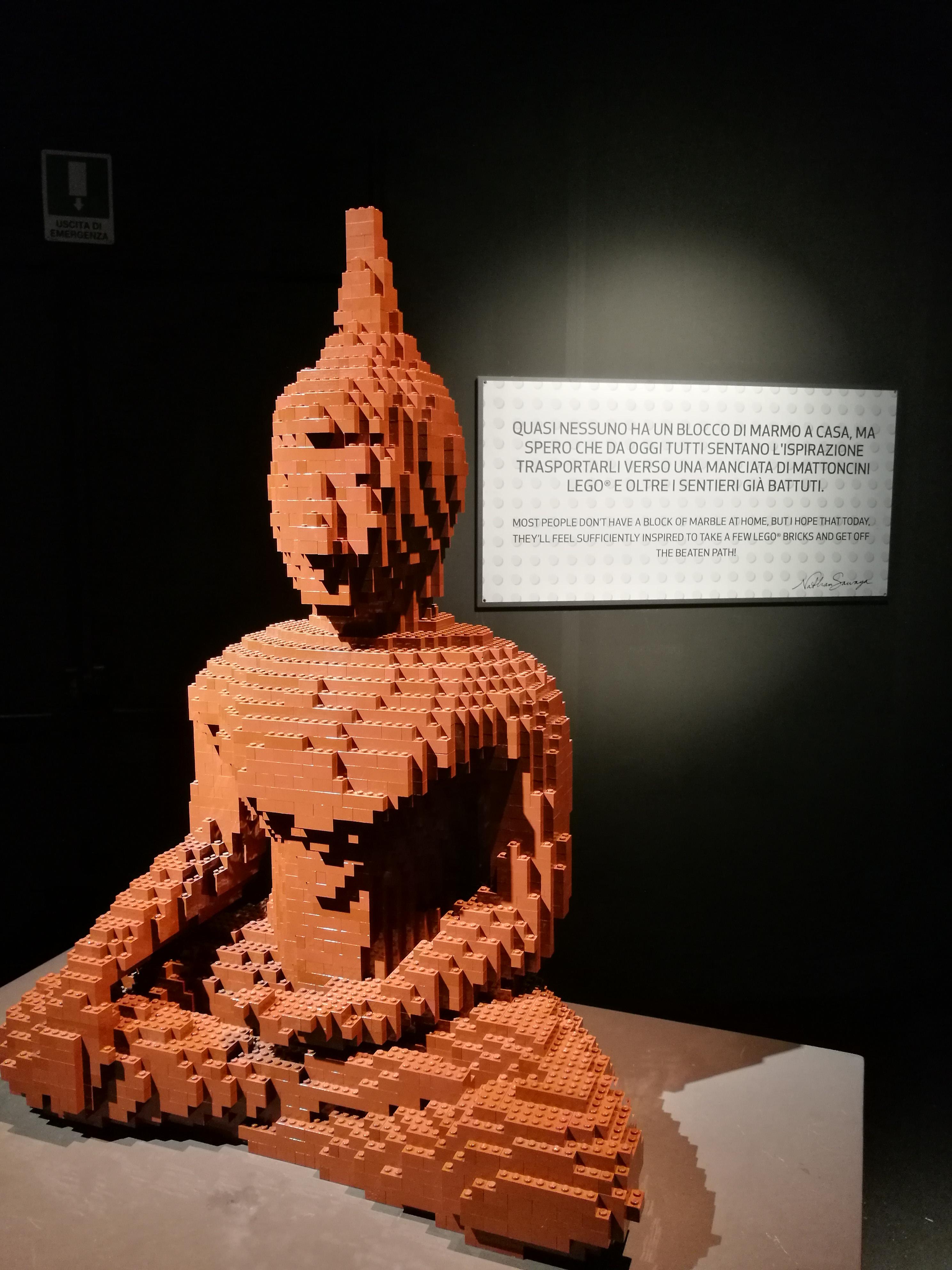 Buddha fatto di mattoncini