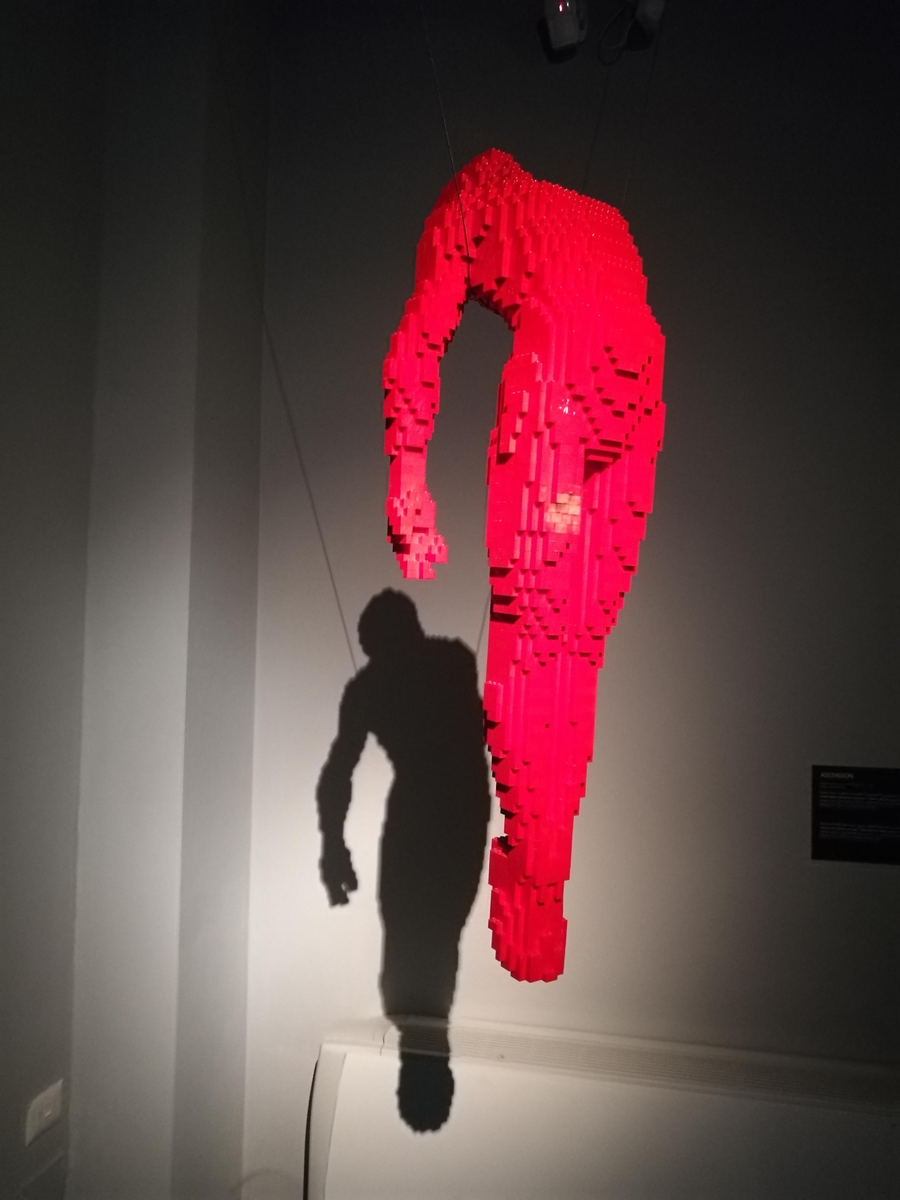 Figure umane realizzate con mattoncini
