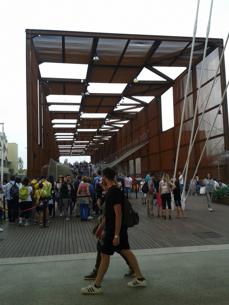 Il Brasile si presenta con una rete interattiva molleggiante da percorrere lungo tutto il padiglione