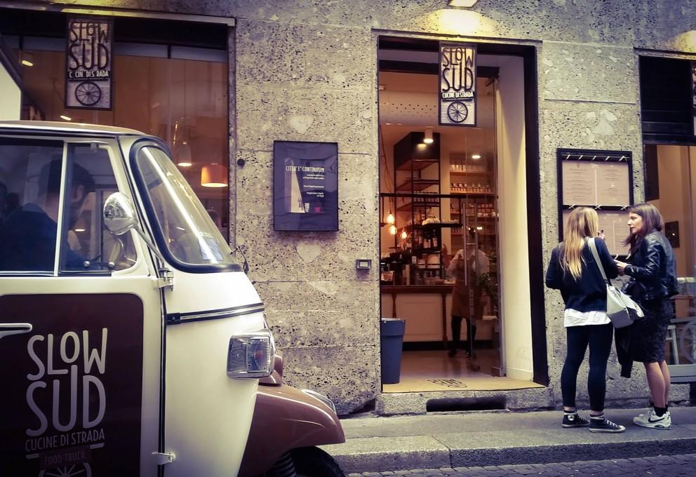 Ritorno all'infanzia in centro a Milano, si può, sull'altalena da SlowSud