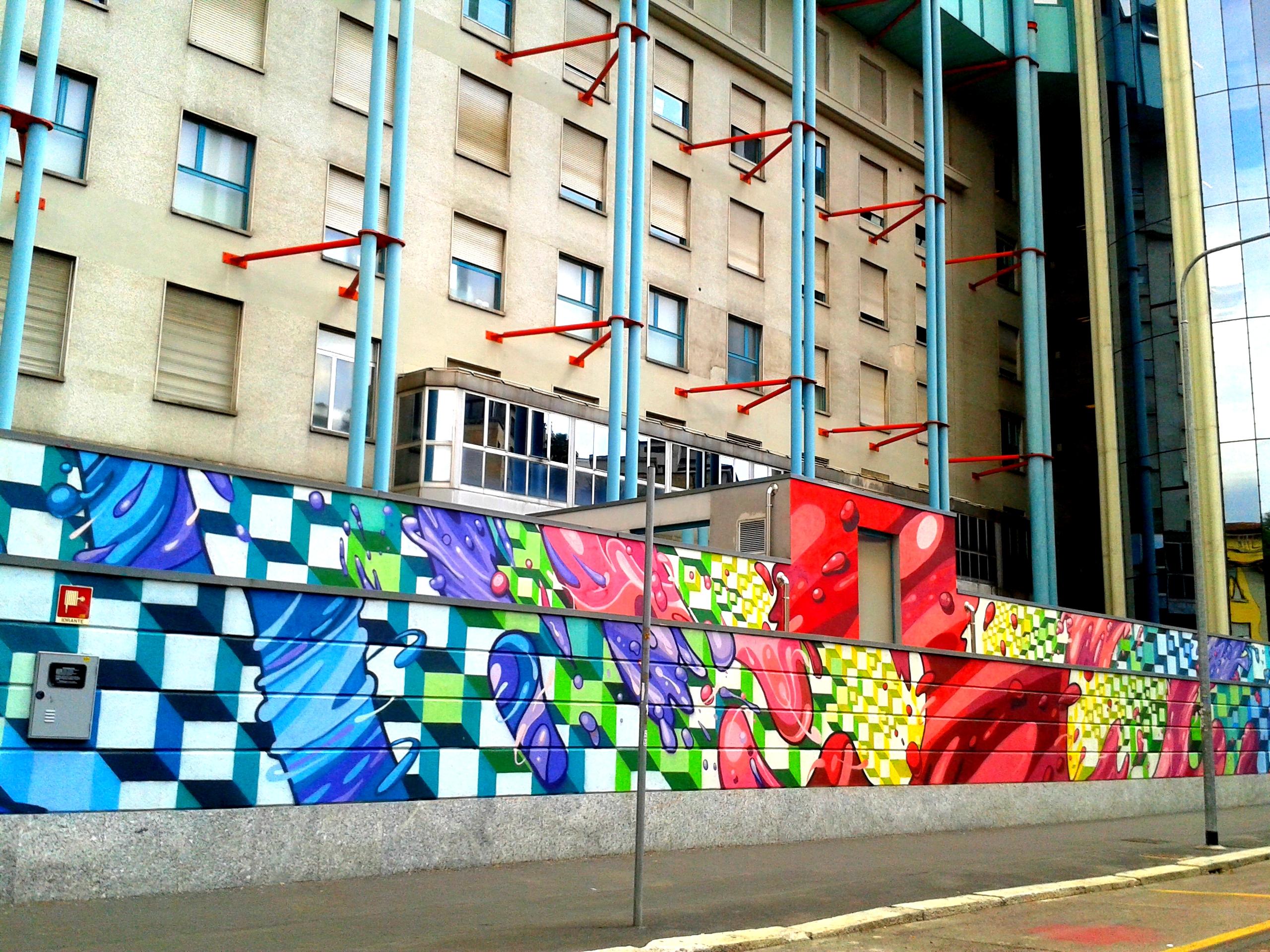 Il murale di PAO che cinge il muretto dell'istituto ortopedico Pini