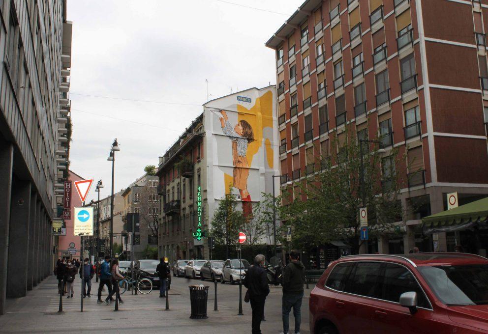Uno sguardo al futuro, l'opera di urban art di Chekos Art per FinecoBank